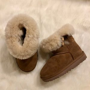 Ugg Kids' Ebony Boot in Chestnut